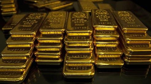 Giá vàng thế giới 5/1: Tăng 2% khi đồng đô la lao đốc