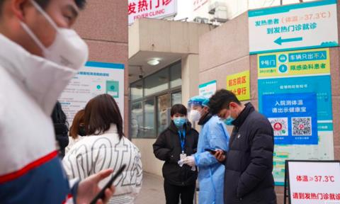 Tỉnh của Trung Quốc cấm tụ tập đông người vì số ca Covid-19 tăng vọt