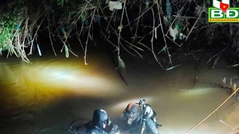 Thấy đôi dép dưới suối, lặn tìm phát hiện thi thể bé trai 7 tuổi