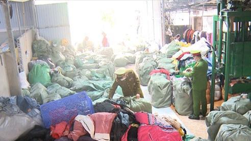 Phá kho hàng 11 tấn quần áo 'sida' tại Thanh Hóa