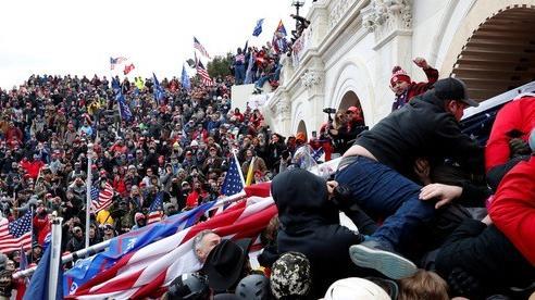 Tổng thống Trump đối mặt nhiều sức ép sau bạo loạn