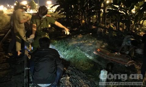 Người đàn ông để lại xe máy đứng trên đường ray, bị tàu hoả tông chết ở Sài Gòn