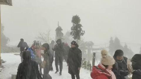 Chuyện đáng ngẫm khi giới trẻ hào hứng đi ngắm tuyết
