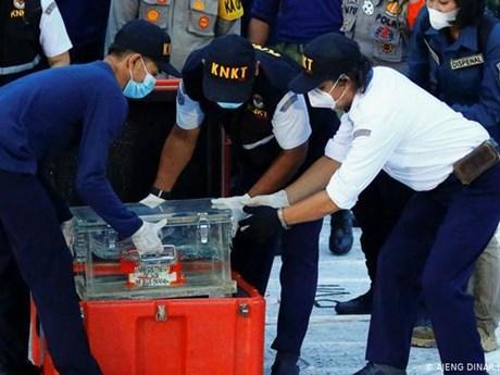 [Video] Indonesia trục vớt hộp đen máy bay của Sriwijaya Air