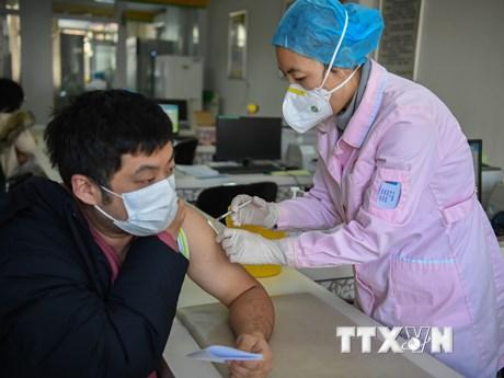 Dịch COVID-19: Trung Quốc mở rộng đối tượng tiêm vắcxin