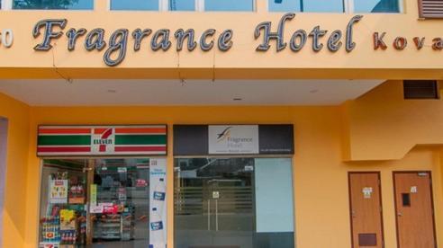 Vợ vào khách sạn với trai lạ, chồng không 'tung cửa' bắt gian mà làm một việc rồi đau như 'xát muối vào tim'