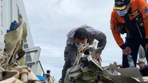Indonesia tạm dừng tìm kiếm hộp đen Boeing 737-500