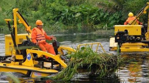 TP Hồ Chí Minh đề xuất 13 tỷ đồng thuê máy vớt rác trên kênh