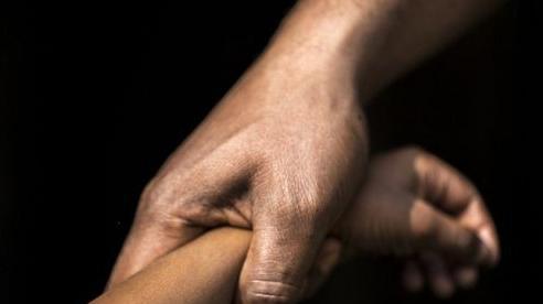 Vụ 'yêu râu xanh' U50 hiếp dâm bé gái: Dùng 10.000 đồng để dụ dỗ nạn nhân