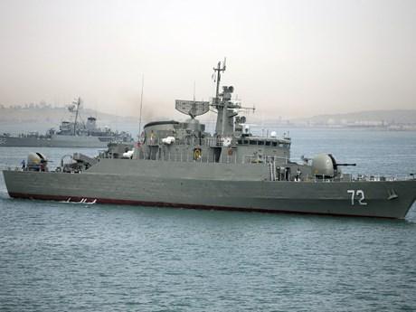 Iran lần đầu tiên phóng ngư lôi từ tàu ngầm tự sản xuất