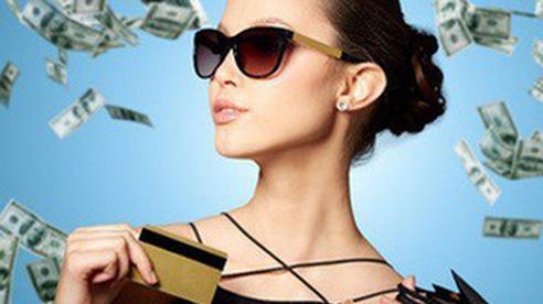 10 thói quen tiêu tiền khiến nhà bạn 'làm 3 đời vẫn nghèo khó'
