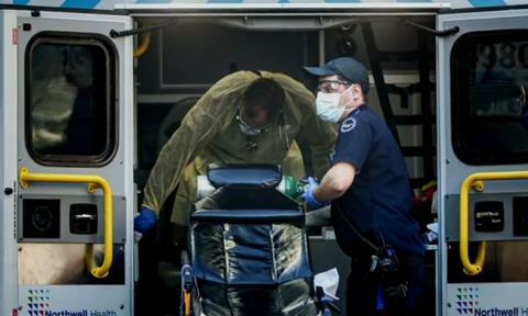 'Cơn ác mộng' của các đội xe cứu thương ở khu vực Los Angeles vì dịch Covid-19