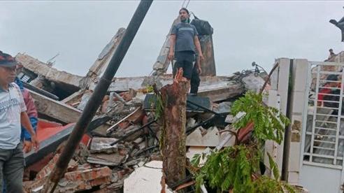 Động đất mạnh ở Indonesia: Thương vong tăng lên hàng trăm người, hàng nghìn người phải bỏ nhà cửa di tản