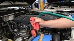 Có nên sử dụng dịch vụ cứu hộ sạc bình ô tô lưu động khi gặp sự cố?
