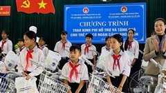 Nhiều phần quà ý nghĩa đến với trẻ em nghèo tỉnhQuảng Bình và Quảng Trị