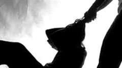 Vợ siết cổ chồng say xỉn tử vong: Cam chịu cả đời, một phút bùng nổ thành tội phạm