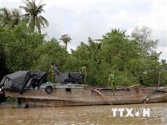 Đồng Nai : Xử lý 2 phương tiện 'vỏ gỗ' khai thác cát trái phép