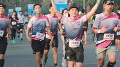 Nhà vô địch leo núi 'hạ sơn' đăng quang Marathon TP HCM