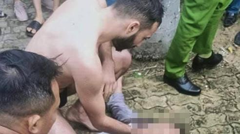Du khách nước ngoài lao xuống sông Hàn cứu người nhảy cầu tự tử