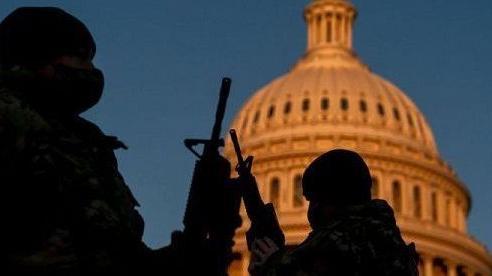 Mỹ tiếp tục siết chặt an ninh, bắt một đối tượng mang súng gần Đồi Capitol