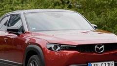 Hyundai và Mazda đều quay lưng với động cơ diesel nhưng hãng xe Nhật dường như làm để 'ém hàng' mẫu CX-50 hoàn toàn mới