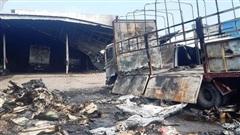 Đồng Nai: Xưởng gỗ cháy lớn lúc sáng sớm, lan cả sang gara ô tô