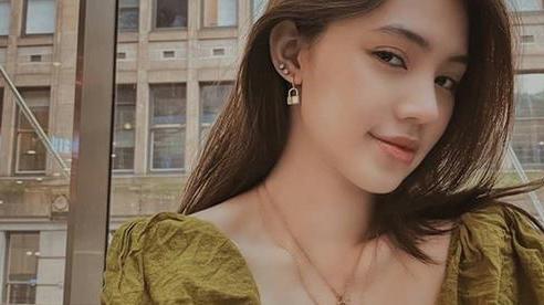 Jolie Nguyễn 'đốt mắt' với vòng 1 căng tràn gợi cảm ngày trở lại, địa điểm check-in khiến dân tình đặc biệt chú ý