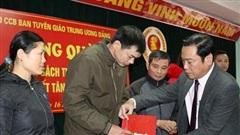 Hội Cựu chiến binh Ban Tuyên giáo TƯ tặng quà gia đình chính sách tại tỉnh Hà Giang