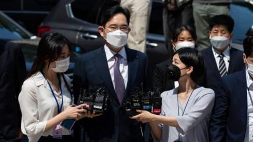 Ghế lãnh đạo Samsung bỏ trống, cổ phiếu Samsung kéo chứng khoán Hàn trượt dốc