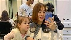 Lan Phương đi cắt tóc diện Tết nhưng 'file đính kèm' mới gây chú ý
