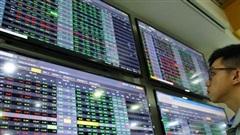 Chốt lời cổ phiếu, nhà đầu tư chứng khoán 'đổ tiền' sang bất động sản?