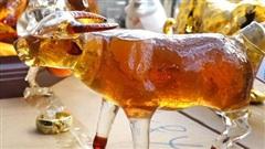 Hà Nội: 'Tóm gọn' kho rượu giả đóng chai linh vật hình dáng bắt mắt có giá bán đắt ngang rượu ngoại