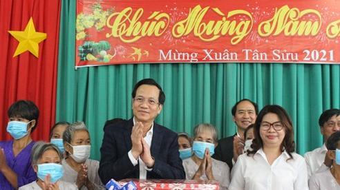 Bộ trưởng Đào Ngọc Dung: 'Không để ai không có Tết'