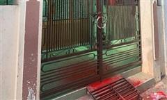 Một nhà dân ở Tiền Giang bị tạt sơn, ném hột vịt thối, nghi do nợ nần