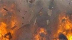 Bình gas phát nổ như đánh bom trong căn nhà đang cháy