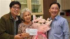 'Mai Vàng nhân ái' thăm NSƯT Ca Lê Hồng sau ca phẫu thuật viêm túi mật