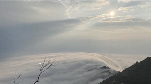 Ngắm thác mây bồng bềnh, cảnh tượng hiếm gặp ở 'thiên đường check-in' Tà Xùa