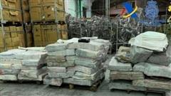 Phát hiện hơn 2 tấn cocaine giấu trong than củi