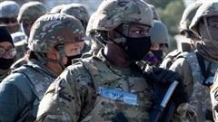 Xét duyệt lý lịch vệ binh trước lễ nhậm chức, 12 người bị loại