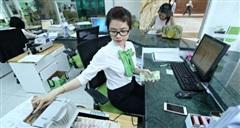 Ngân hàng 'đè bẹp' bất động sản trong hút tiền từ trái phiếu