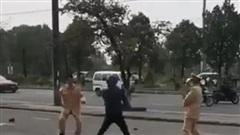 Vượt đèn đỏ, người vi phạm rút côn tấn công CSGT Hải Phòng