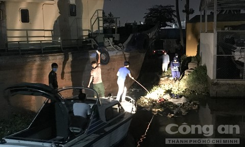 Điều tra vụ phát hiện thi thể nam thanh niên dưới sông Sài Gòn