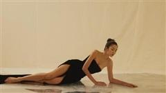 Tăng Thanh Hà lột xác táo bạo với váy xẻ cao đầy quyến rũ trong sách ảnh thời trang
