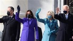Tại sao phụ nữ tham dự lễ nhậm chức của tổng thống Joe Biden đều mặc đồ đơn sắc?
