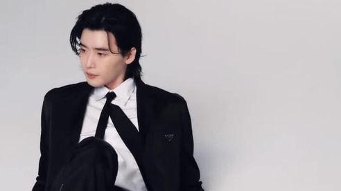 Lee Jong Suk xuất hiện trên trang bìa tạp chí Korea Esquire với mái tóc lãng tử