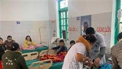 Nghệ An: 7 học sinh ngộ độc nghi do ăn sáng trước cổng trường