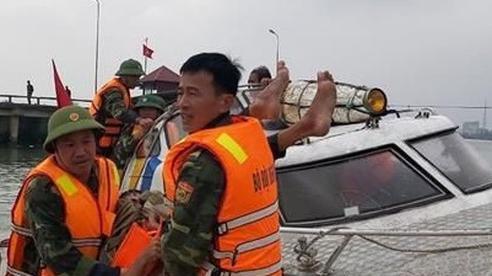Cứu hộ thành công 3 ngư dân gặp nạn trên biển Quảng Bình