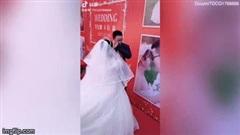 Chú rể bật khóc trong đám cưới, biết lý do ai cũng thương cảm
