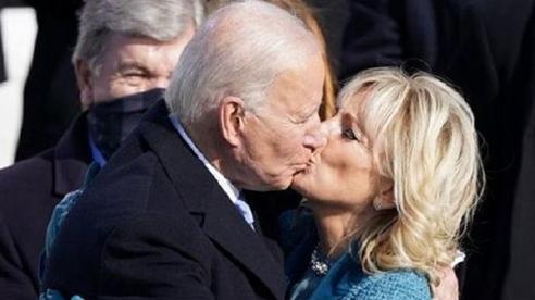 Những khoảnh khắc ngọt ngào của Tổng thống Joe Biden và vợ trong ngày nhậm chức