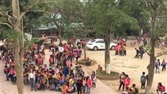 Khói lửa bốc lên nghi ngút trong trường, hàng trăm học sinh tiểu học sơ tán